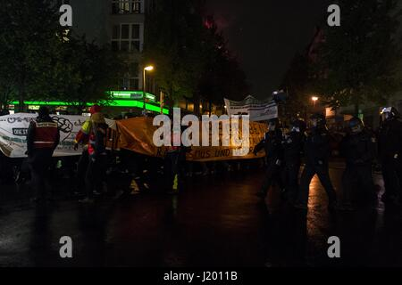Berlin, Berlin, Germany. 22nd Apr, 2017. Several hundred demonstrators gathered for the 'interkiezionale' demonstration - Stock Photo