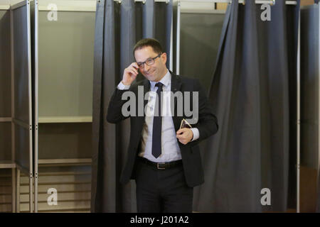 Paris, France. 23rd April, 2017. Benoit Hamon leaves the polling booth. The Socialist Party Presidential candidate - Stock Photo