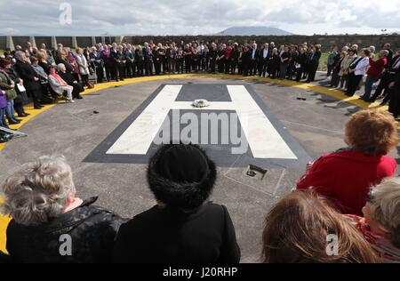 A wreath is laid by Rosscommon Solstice Choir for the crew of the Irish Coast Guard helicopter crash Rescue 116 - Stock Photo