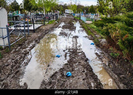Kryvyi Rih, Ukraine. 23rd April, 2017. Mud and puddles after the rain on the lanes and near graves of 'Vsebratske' - Stock Photo