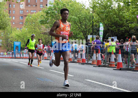 London, UK. 23rd April, 2017. Feyisa Lilesa of Ethiopia, who finished 12th in the men's event, runs through Shadwell - Stock Photo