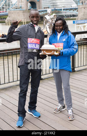 London, UK. 24th April, 2017. Mary Keitany KEN, Daniel Wanjiru KEN pose for photos at a photo call for the winners - Stock Photo