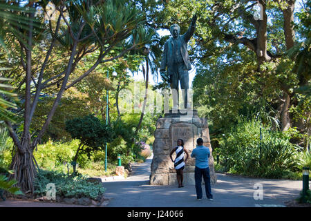 Tourists make a photo with the statue of Cecil Rhodes (c.1908) stands at Company's Garden (Dutch East India Company) - Stock Photo