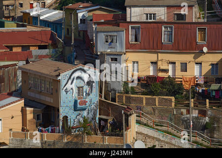 Colourfully decorated houses crowd the hillsides of the historic port city of Valparaiso in Chile. - Stock Photo