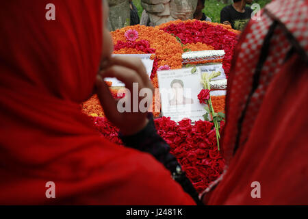 Savar, Bangladesh. 24th Apr, 2017. Relatives of the victims of the Rana Plaza building collapse gathered at the - Stock Photo