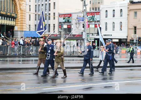 Melbourne, Australia. 25th Apr, 2017. Australian Veterans march on Anzac Day which commemorates the Centenary of - Stock Photo