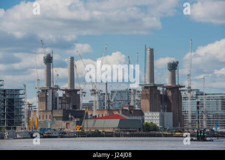 London, UK. 25th April, 2017. The reconstruction of Battersea power station continues ion a bright but crisp spring - Stock Photo