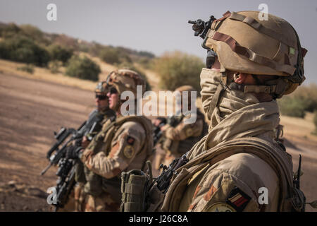 Daily life of french soldiers of barkhane military operation in Mali (Africa) launch in 2013 against terrorism in - Stock Photo