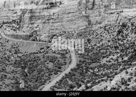 Cars driving the Rim Rock Drive, the road going through the Colorado National Monument, in the Fruita Canyon. The - Stock Photo