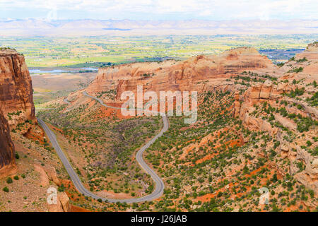 The Rim Rock Drive, the road going through the Colorado National Monument, winding through the  Fruita Canyon. In - Stock Photo