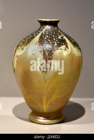 Vase from the series CYPRIOTE 1899 by Louis Comfort Tiffany 1848 –1933  Art Deco Art Nouveau  New York , American, - Stock Photo