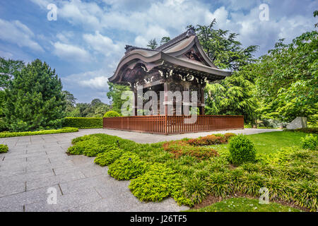 Great Britain, England, Kew Gardens in the London Borough of Richmond upon Thames, view of the Japanese Gateway - Stock Photo