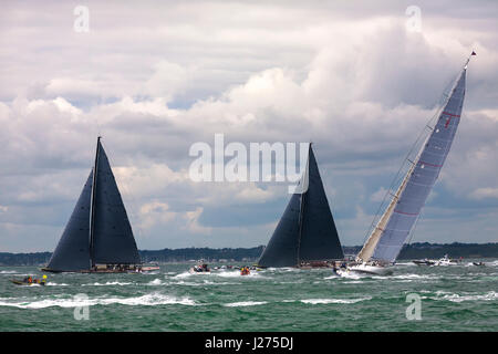 J-Class yachts 'Lionheart' (H1), 'Rainbow' (H2) and 'Ranger' (J5) beating to windward in a stiff breeze in the J - Stock Photo
