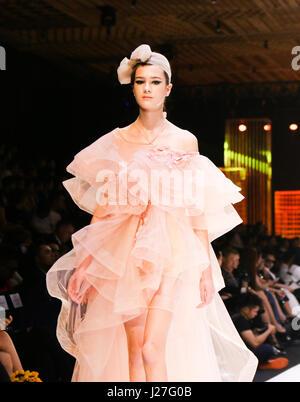 (170425) -- HO CHI MINH CITY (VIETNAM), April 25, 2017 (Xinhua) -- A model presents a creation of Vietnamese designer - Stock Photo