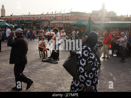 Street musicians perform at the market square Jemaa el-Fnaa in Marrakesh, Morocco, 21 April 2017. Photo: Jens Kalaene/dpa - Stock Photo