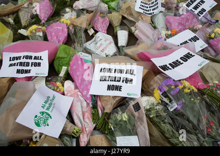 Memorial flowers and notices to PC Keith Palmer who was killed during the Westminster terror attack in London, England, - Stock Photo