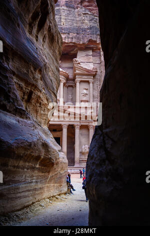 Jordan, Ma'an Gouvernement, Petra District, The legendary rock city of Petra, main attraction: 'Treasure House of - Stock Photo