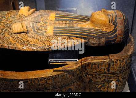 Egypt. Sarcophagus cover, The priestly from Deir-el Bahri, near Luxor. Priest.  21st Dynasty. Third Intermediate - Stock Photo