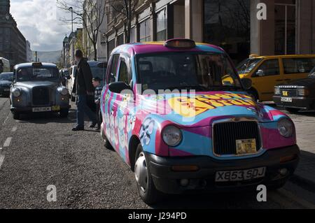 Belfast taxi cub in city center, Belfast, Northern Ireland, UK. This taxi tour will pick you up at your hotel and - Stock Photo