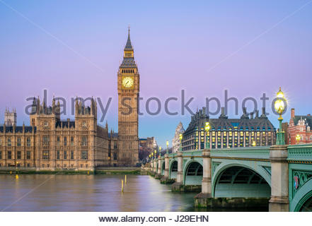 United Kingdom, England, London. Westminster Bridge, Palace of Westminster and the clock tower of Big Ben (Elizabeth - Stock Photo