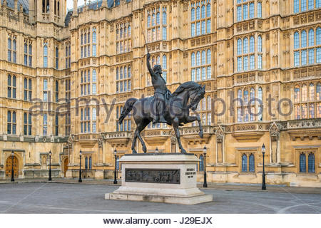 United Kingdom, England, London. Richard Coeur de Lion, statue of Richard I (Richard the Lionheart) in Old Palace - Stock Photo