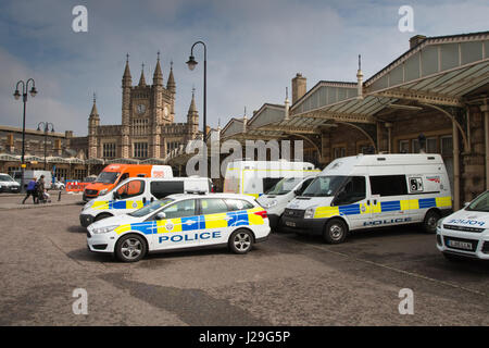 British Transport Police: BTP police vehicles parked at Bristol Temple Meads station in Bristol - Stock Photo