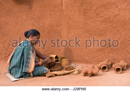 India, Orissa, Sadaibarini, untouchable village specialized in the foundry of objects, manufacture of clay moulds - Stock Photo