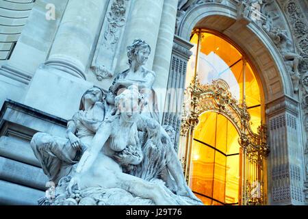 France, Paris, 8th district, Petit Palais. Frontage and main entrance. - Stock Photo