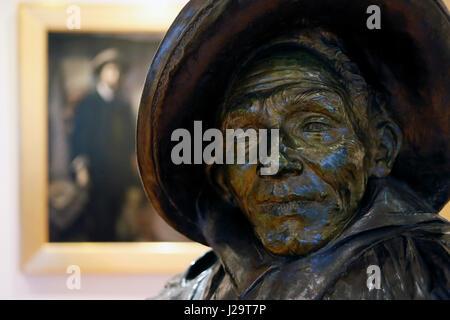 France, Paris 8th district, Petit Palais. Sculpture 'The Entertainer,' bronze by Jean Carries. - Stock Photo
