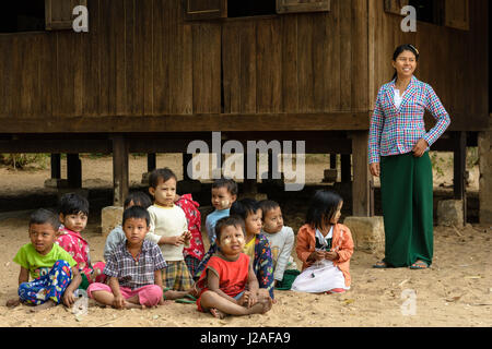 Myanmar (Burma), Mandalay Region, Taungtha, Taung Ba, Mandalay Province, Taung Ba Primary School - Stock Photo