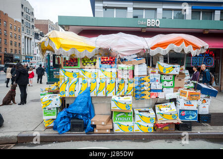 A fruit and vegetable stand in the Chelsea neighborhood of New York on Friday, April 21, 2017.  (© Richard B. Levine) - Stock Photo
