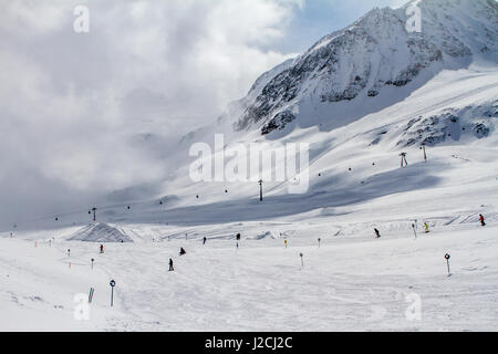 Austria, Tyrol, Imst, Ski Recreation in Sankt Leonhard im Pitztal, Ortsteil Piösmes, ski slope, Pitztal Glacier - Stock Photo