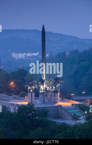 Bulgaria, Central Mountains, Veliko Tarnovo, Monument to the Assens, dawn Stock Photo