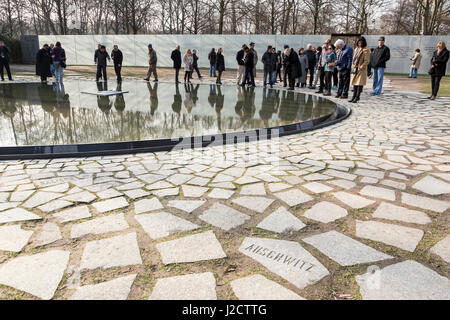 Germany, Berlin. Tourists at memorial to Sinti and Roma (Gypsies) by Nazi regime. Credit as: Wendy Kaveney / Jaynes - Stock Photo
