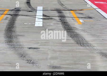 Sochi, Russia. 28th Apr, 2017. Yellow Arrow on Track Credit: dpa/Alamy Live News - Stock Photo