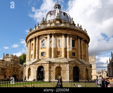 The Radcliffe Camera is a building of Oxford University, England by James Gibbs. It is part of the Bodleian Library - Stock Photo