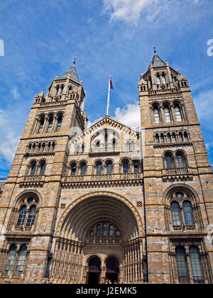 Europe, United Kingdom, England, London, South Kensington. The Natural History Museum on Exhibition Road. - Stock Photo