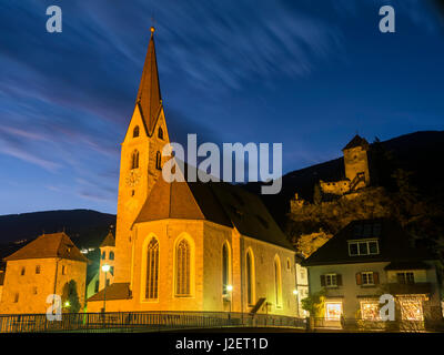 Klausen (Chiusa), the old town and the hall church in the Eisack Valley during autumn. Background Castle Branzoll. - Stock Photo