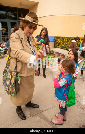 A woman in a historic uniform portrays Girl Scouts founder 'Miss Daisy' Juliette Gordon Law and demonstrates the - Stock Photo