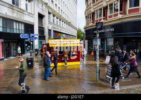 Burgar and hot dogs fast food cabin in Tib Street / Market Street, Manchester city centre close to Piccadilly Garderns. - Stock Photo
