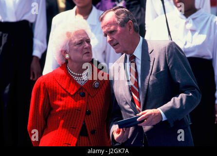 President G. W. Bush and First Lady Barbara Bush at an event on the South Lawn of the White House in Mary 1991. - Stock Photo