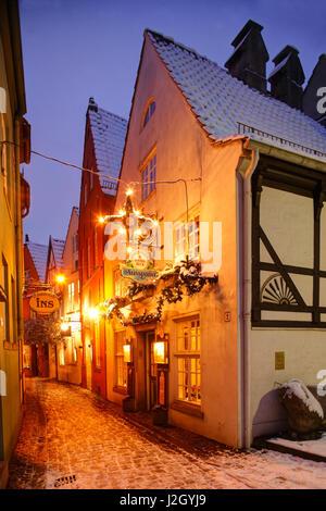 Bremer Schnoorviertel im Winter mit Schnee bei Abenddaemmerung, Bremen, Deutschland, Europa  I Schnoor Old town - Stock Photo