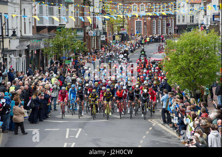 The peloton on stage one of the 2017 Tour De Yorkshire cycling race as it passes through the town centre of Driffield - Stock Photo