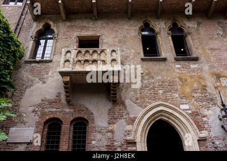 Romeo and juliet balcony verona old town veneto region for Famous balcony