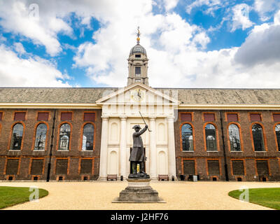 The 'In-Pensioner' bronze statue of a Chelsea pensioner outside the north entrance to the Chelsea Royal Hospital, - Stock Photo