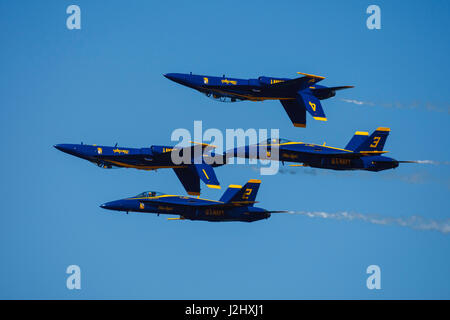Blue Angels double fardel at the Airshow of the Cascades. - Stock Photo
