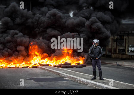 Sao Paulo, Brazil. 28th Apr, 2017. Protesters block an avenue with burning tires, during the general strike in Brazil, - Stock Photo