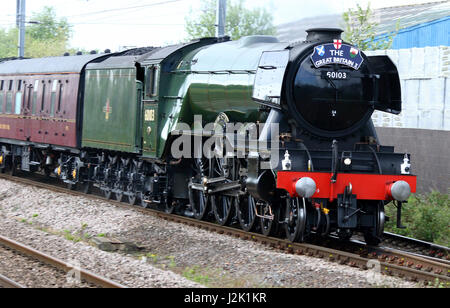 Bedfordshire, UK. 29th Apr, 2017. The legendary 'The Flying Scotsman' steam train pulls the 'The Great Britain X' - Stock Photo