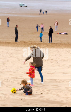Lytham St Annes, Lancashire, UK. 29th April, 2017.  UK Weather.  Warm winds and light showers as tourists head to - Stock Photo