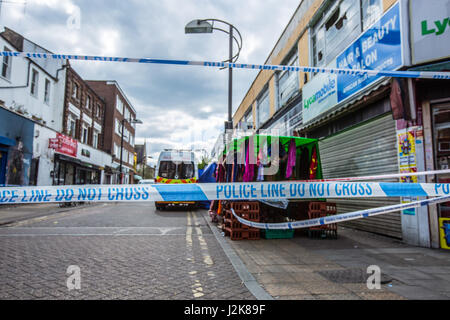 London, UK. 29th April, 2017. Forensics continue on Blenheim Grove and police have appealed for anyone with mobile - Stock Photo